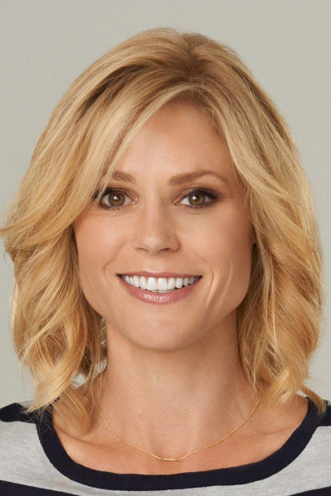 Julie Bowen bare