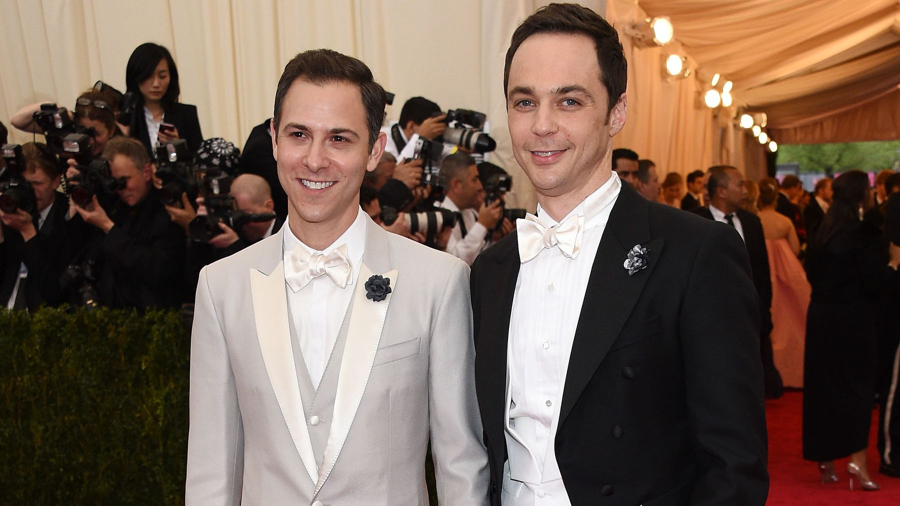 Sheldon And Amy Wedding.Sheldon From The Big Bang Theory Just Got Married Irl And He Looks