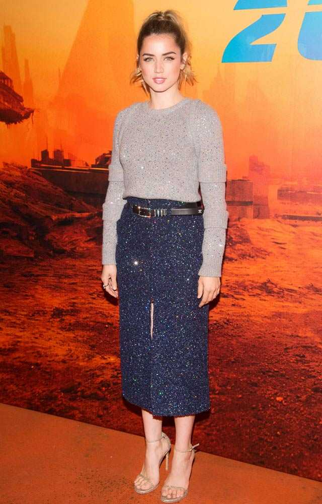 640fa22bb4 Forget Ryan Gosling s Jumpers  We re Obsessed With Blade Runner s ...