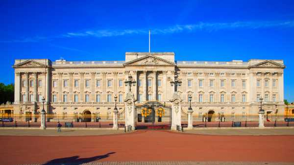 Buckingham Palace 'In Turmoil' After 14 Of The Queen's Catering Staff Resign
