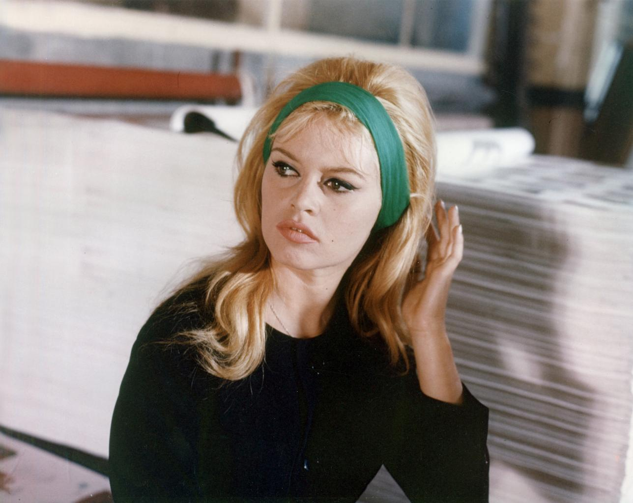 7 Iconic 60s Makeup Looks You Could