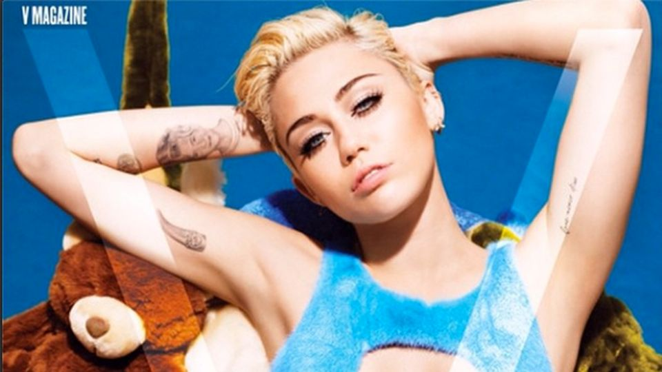 Miley Cyrus Goes Completely Nude Backstage—See The