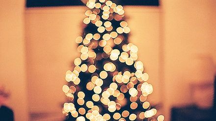 10 Simple Hacks For The Best Dressed Christmas Tree Closer