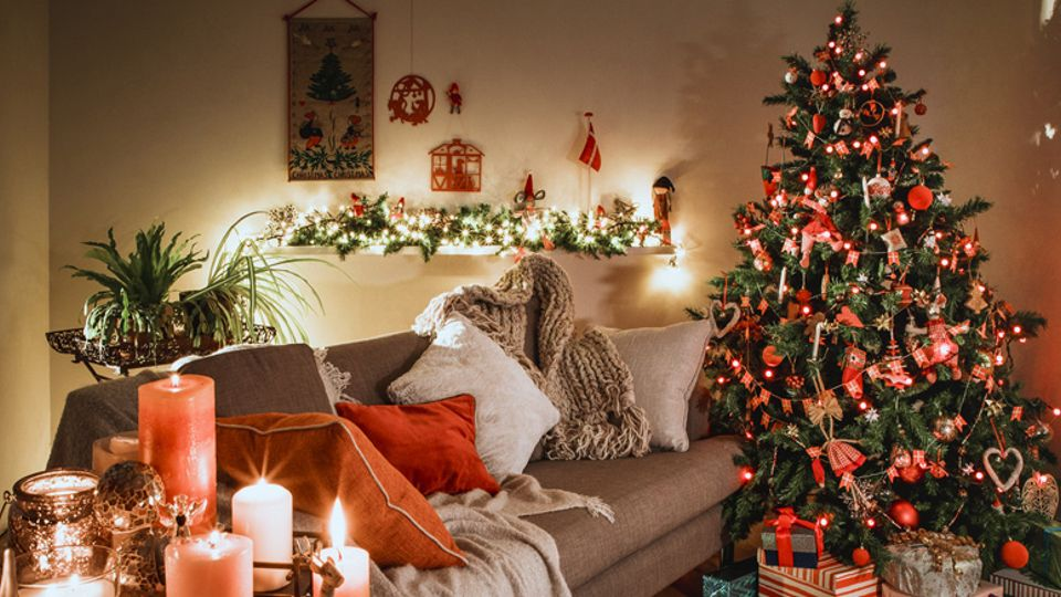 Putting Up Your Christmas Decorations Early Could Make You A Happier