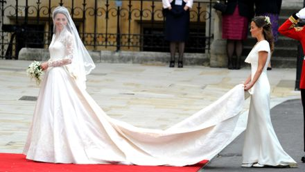 h m is selling a replica of kate middleton s wedding dress for 150 grazia kate middleton s wedding dress