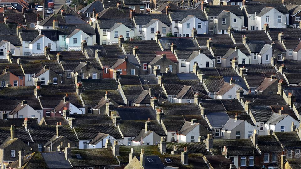 8b8008199 Homes in Leeds on average taking 3 months to sell | Local News ...