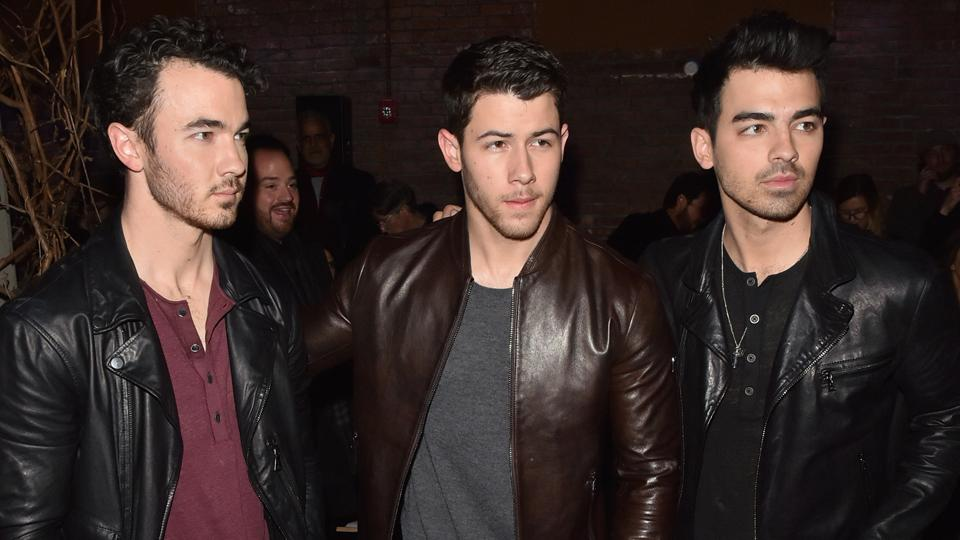 The Jonas Brothers have a VERY unlikely celeb friend and WTF?