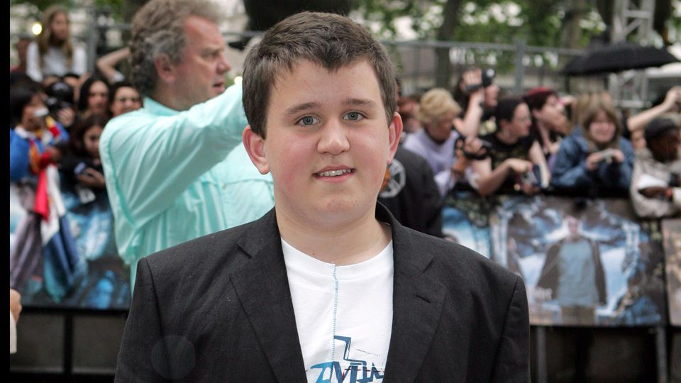 harry potter star harry melling looks totally unrecognisable in new role entertainment heat harry potter star harry melling looks