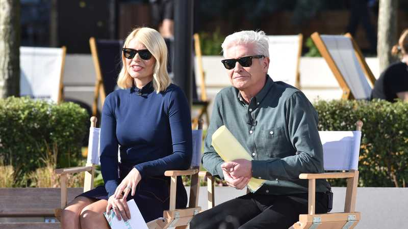 Secret tension between Holly Willoughby and Phillip Schofield over magazine photoshoot revealed