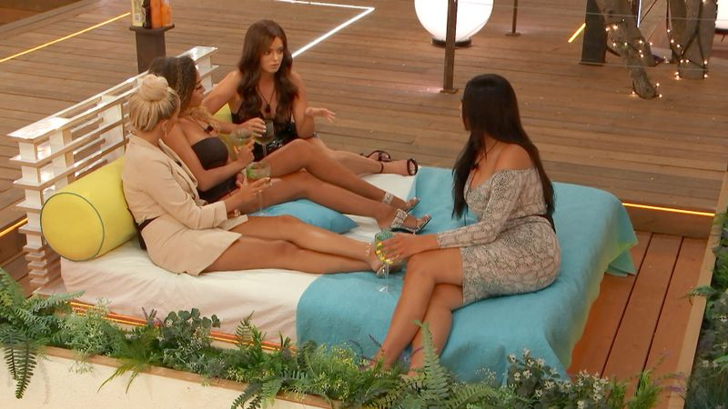 The Way The Love Island Girls Treat Amber Now She's The Only Single Friend Is Painfully Relatable