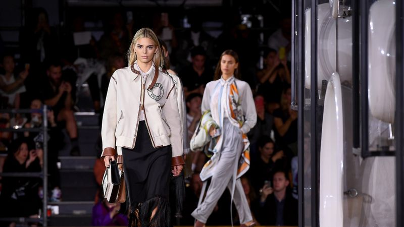 See Kendall Jenner And The Hadid Sisters At The Burberry SS20 Show