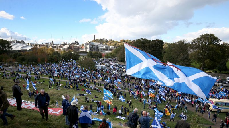 Thousands expected at pro-independence march in Edinburgh