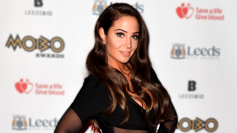 Fans in shock over Tulisa's look as she attends award show