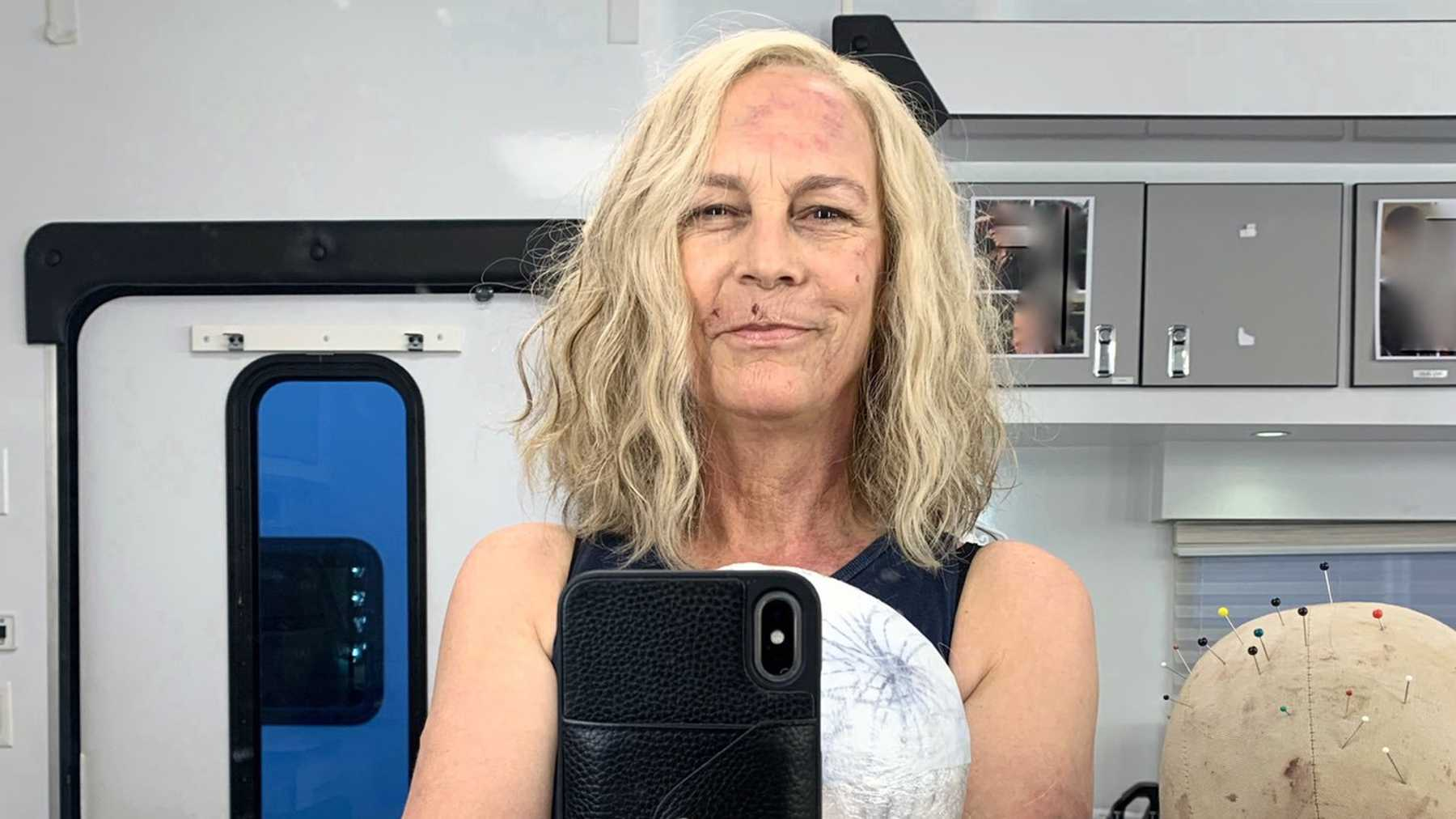 Halloween Jamie Lee Curtis 2020 Jamie Lee Curtis Shares First Image From Halloween Kills Shoot