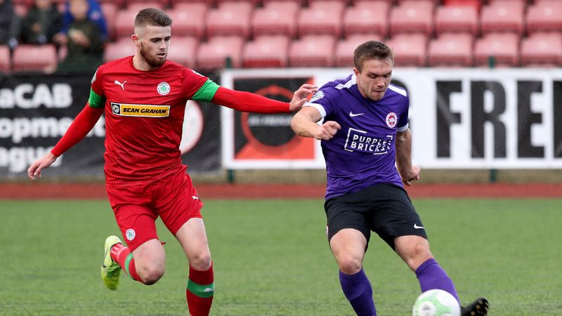 Cliftonville score late to edge past Larne