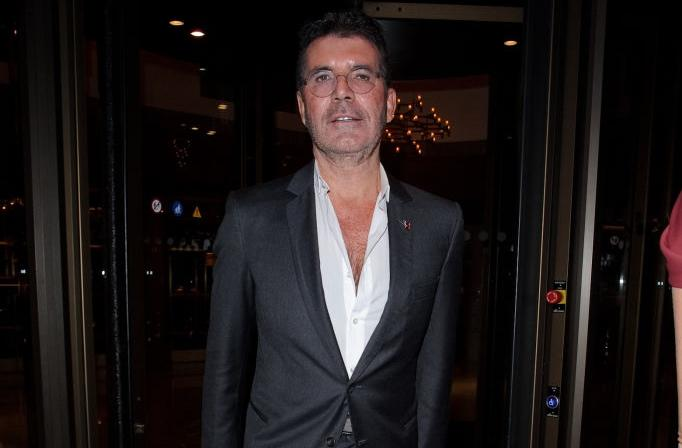 Simon Cowell changes X Factor rules during the live show