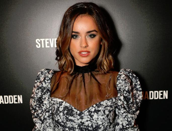 Georgia May Foote changes hair to blonde in Christmas switch up