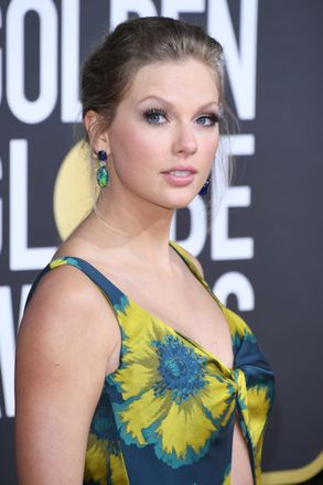Taylor Swift Rocked A Nude Lip At The Golden Globes For The First Time Ever Grazia