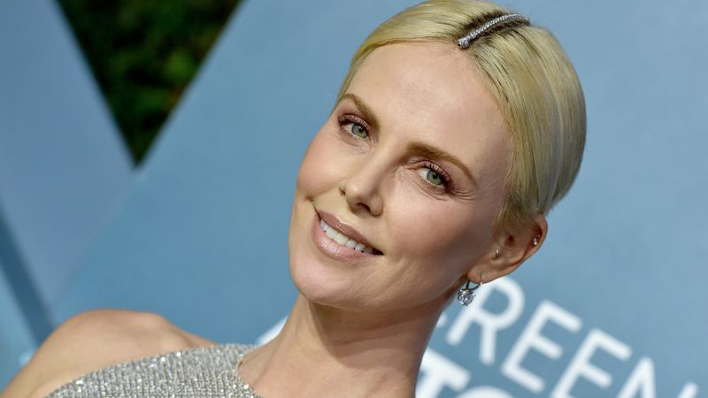 How Charlize Theron Blinged Up Her Hair Parting At The SAG Awards