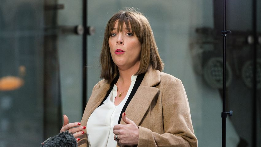 Jess Phillips has dropped out of the race to replace Jeremy Corbyn