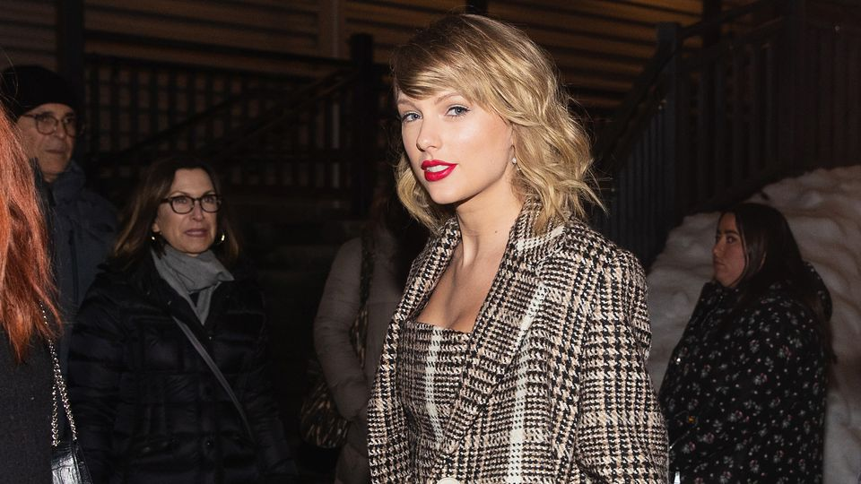Taylor Swift Made A Surprise Appearance In London For NME Awards