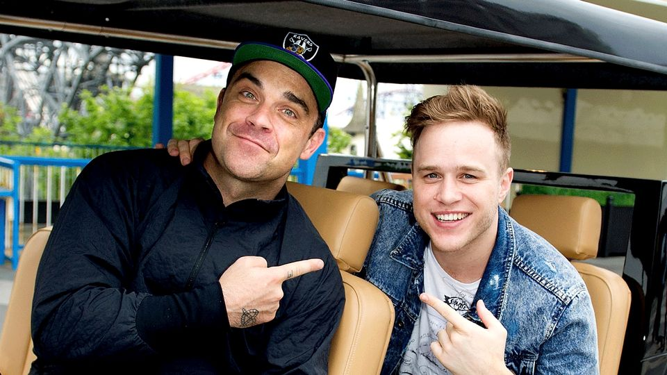 Robbie Williams disses Olly Murs over 'tablecloth' outfit and TBF we can see his point