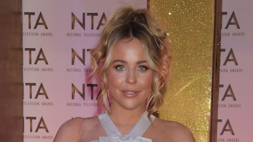 Lydia Bright shares 'raw' photo in her pants one week before due date