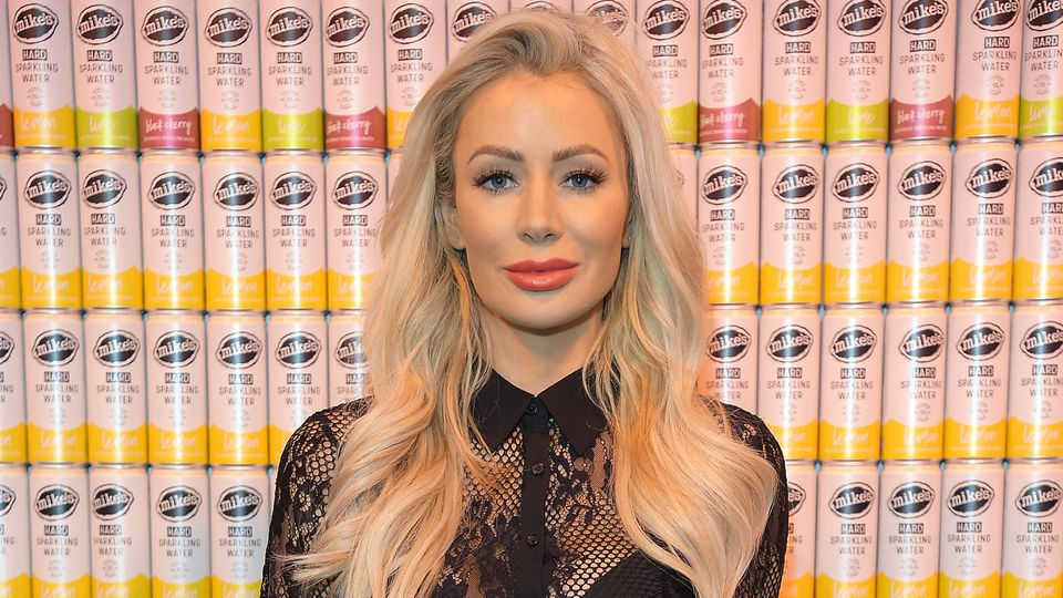 Olivia Attwood Uses This 163 17 Kit To Laminate Her Eyebrows At Home Hair Amp Beauty Heat