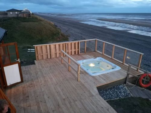 10 Of The Uk S Dreamiest Airbnbs With Hot Tubs Shopping Heat