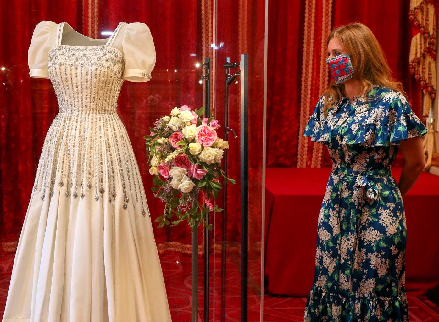 princess beatrice wedding gown queen elizabeth