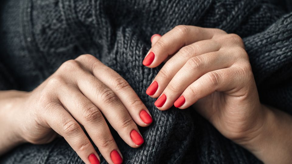 the best christmas nails 2020 designs ideas how to get the look grazia the best christmas nails 2020 designs