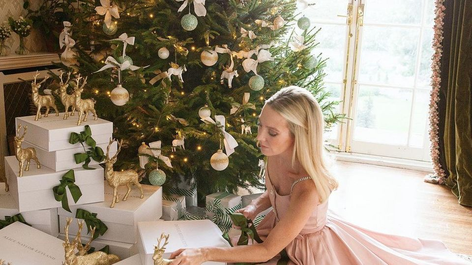 What Do Your Christmas Tree Decorations Really Say About You?
