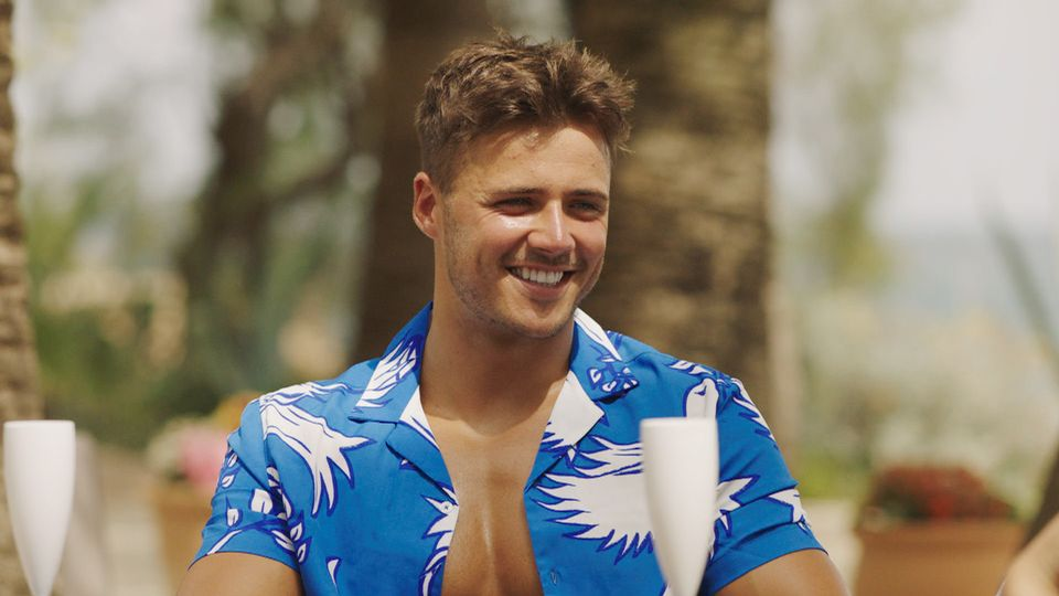 Love Island's Brad McClelland sparks romance rumours with Too Scorching to Deal with star