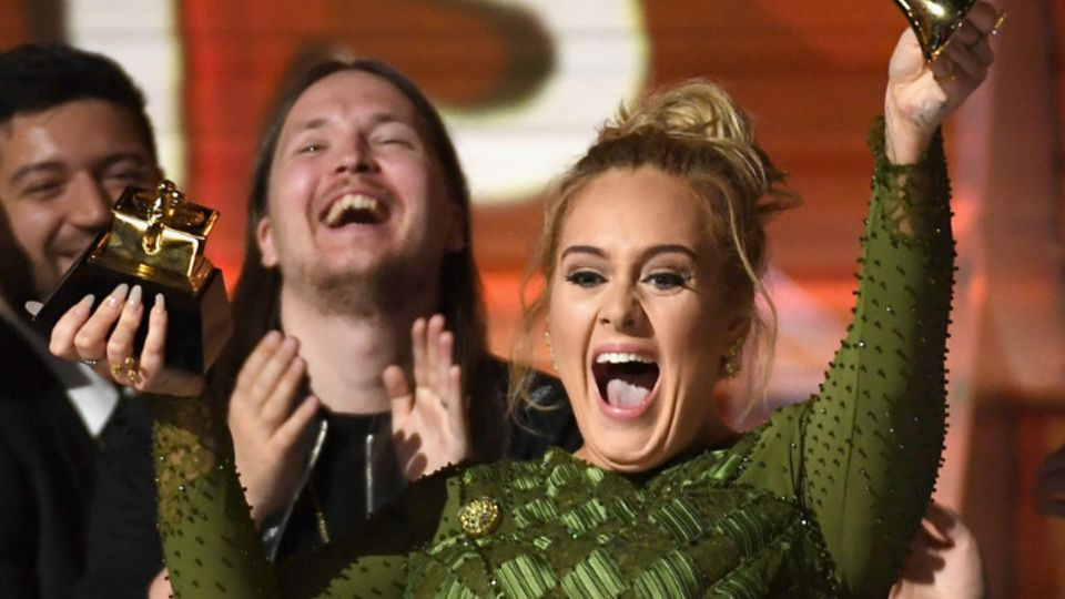The Internet Is Obsessed With Adele Memes, Here Are Our Faves