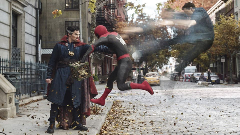 Kevin Feige Says Making Spider-Man: No Way Home Alongside Sam Raimi's Doctor Strange Sequel Was 'Mind-Blowing' – Exclusive