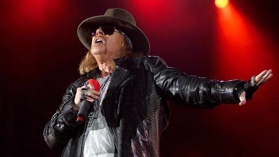 CONFIRMED: Axl Rose to stand in for Brian Johnson as new AC/DC