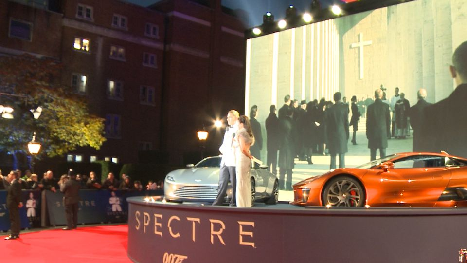 WATCH: Royal's Dazzle at the World Premiere of SPECTRE